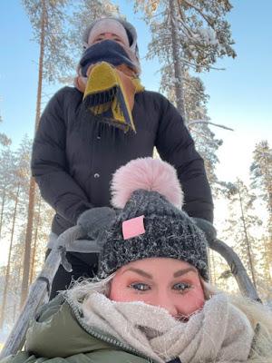 Irene Häggkvist husky-valjakon kyydissä