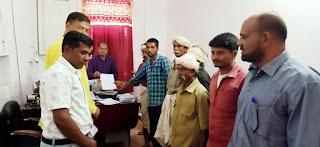डूब प्रभावित लोगों ने मुआवजा राशि के लिए विधायक व एसडीएम से लगाई गुहार
