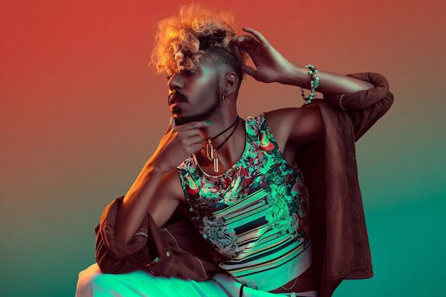"""Azizi MC lança o som """"Teckné"""" falandp sobre empoderamento Negro LGBT"""