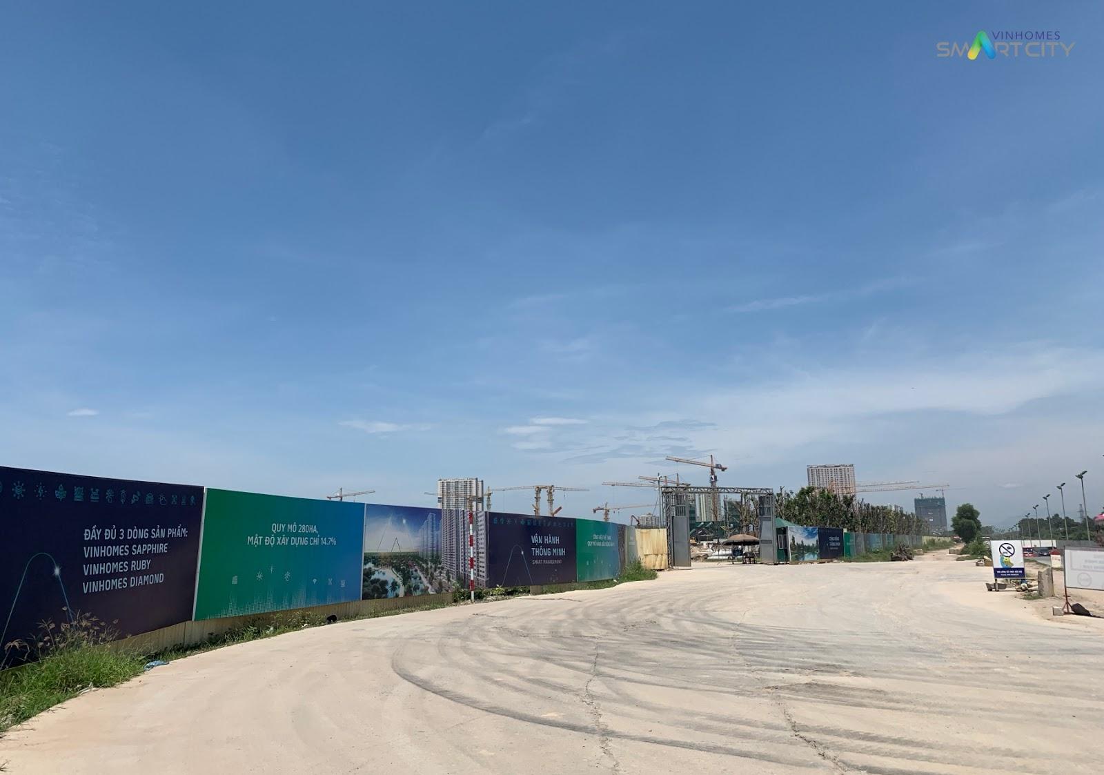 Cổng vào công trường khu đô thị Vinhomes Smart City