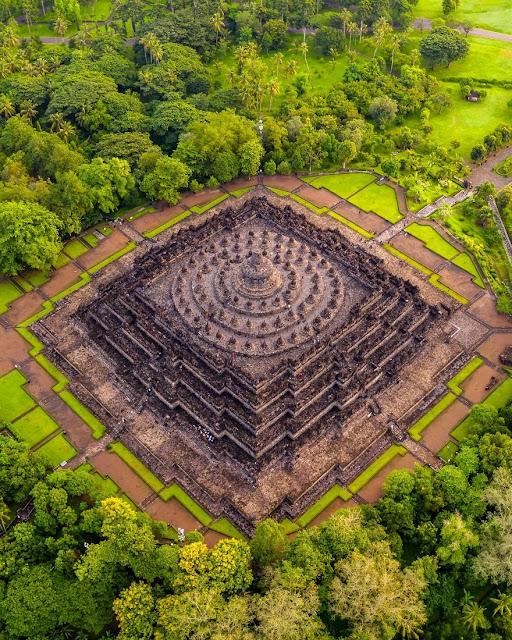 Candi Borobudur - 10 Rekomendasi Tempat Bulan Madu Romantis