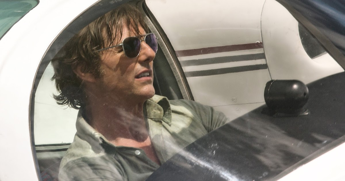 Review: 'American Made', Tom Cruise Soars As Drug ...