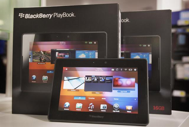 """El tablet BlackBerry® PlayBook™ estará disponible desde este 15 de junio en Venezuela, y contará con tres modelos Wi-Fi®, de 16GB, 32GB o 64GB de almacenamiento. Con un rendimiento líder en la industria, navegación por Internet sin límites, verdadera multitarea, multimedia de alta definición, características avanzadas de seguridad y apoyo a empresas, el BlackBerry PlayBook es el primer tablet profesional a nivel mundial. """"Estamos muy entusiasmados con el próximo lanzamiento de BlackBerry PlayBook en América Latina. Inicialmente se lanzará en México, Venezuela y Colombia, y rápidamente se expandirá a otros países de la región"""", dijo Rick Costanzo, director general regional"""
