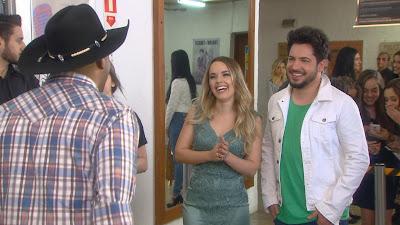 Thaeme e Thiago conversam com Inácio (Eddie Coelho) - Divulgação/SBT