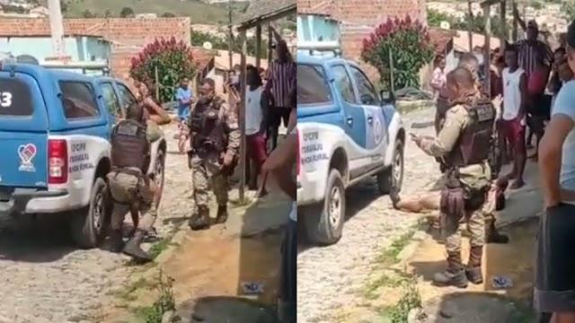 PM agride homem que tirou roupa ao lado de viatura no extremo sul da Bahia; assista