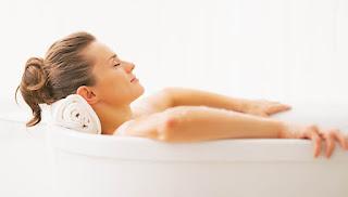 Un bain de siège au vinaigre de cidre pour soigner vos hémorroïdes