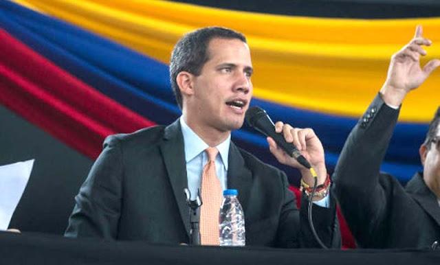 El líder opositor Juan Guaidó anunció este jueves que tiene previsto tener una participación en el Parlamento Europeo programada para este viernes 26 de febrero.  Así lo informó durante un encuentro virtual con el embajador de EEUU para Venezuela, James Story, donde conversaron sobre la crisis que se vive en el país causada por la administración de Nicolás Maduro.  James Story, embajador de EEUU para Venezuela, por su parte se burló de las teorías conspirativas de Jorge Rodríguez y del «pobre» José Brito, a quien le recordó que le regalaron ese puesto en la AN chavista