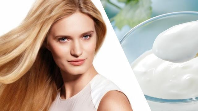 mujer con cabello bonito y yogurt