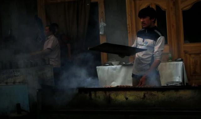 Astagfirullah! Di China, Muslim Uighur Diduga Dipaksa Makan Daging Babi Setiap Jumat