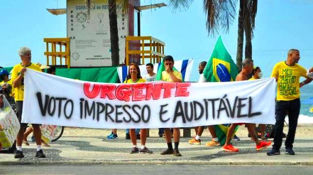 Em meio ao declínio de Bolsonaro, voto impresso perde força na Câmara