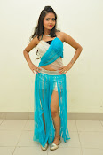 Shreya Vyas latest sizzling pics-thumbnail-4