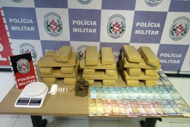 Ponto de tráfico é desarticulado em Mangabeira e Polícia apreende quase 30 tabletes de drogas
