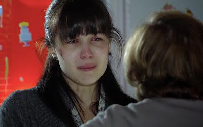Marjorie Estiano interpreta Manuela em A Vida da Gente; jovem será colocada no olho da rua pela mãe