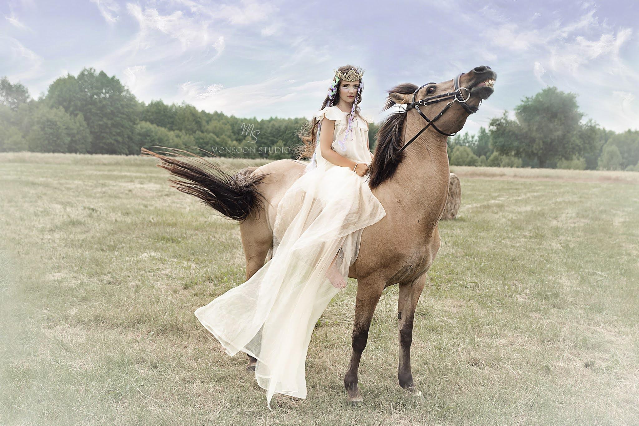 fotografia artystyczna, sesja z koniem, zdjęcia w stadninie, fotografia portretowa Warszawa