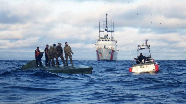 Guardacostas suspenden búsqueda de tres dominicanos en PR