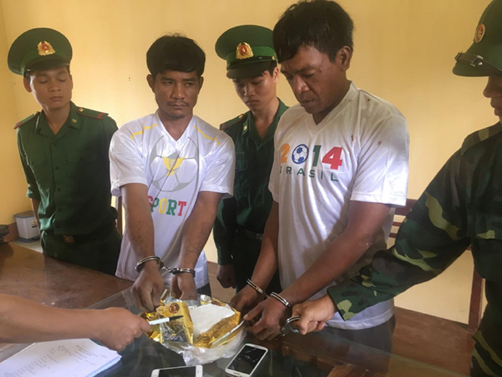 Gia Lai: Bắt 2 người Campuchia vận chuyển 1kg ma túy xâm nhập biên giới Việt Nam