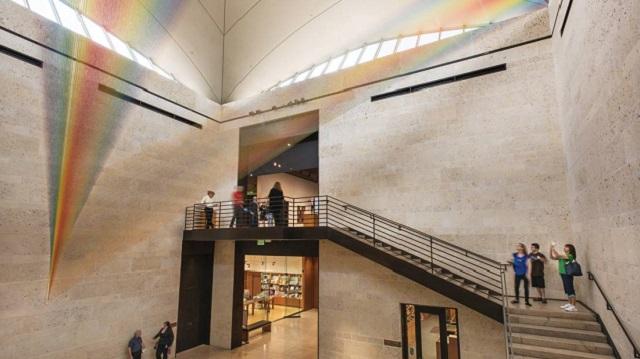 Arco-íris de Gabriel Dawe no Museu Amon Carter/Reprodução