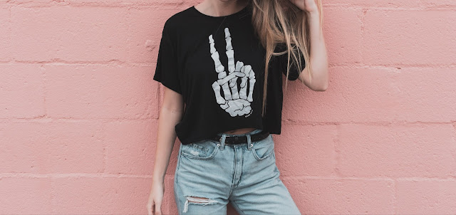 How to wear a cropped tshirt