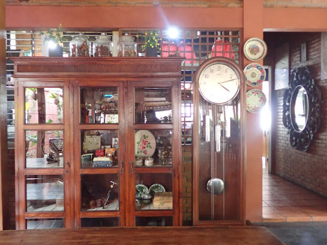 koleksi perabotan antik