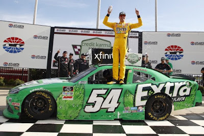Kyle Busch Emerges from Late Tangle with Hemric #NASCAR