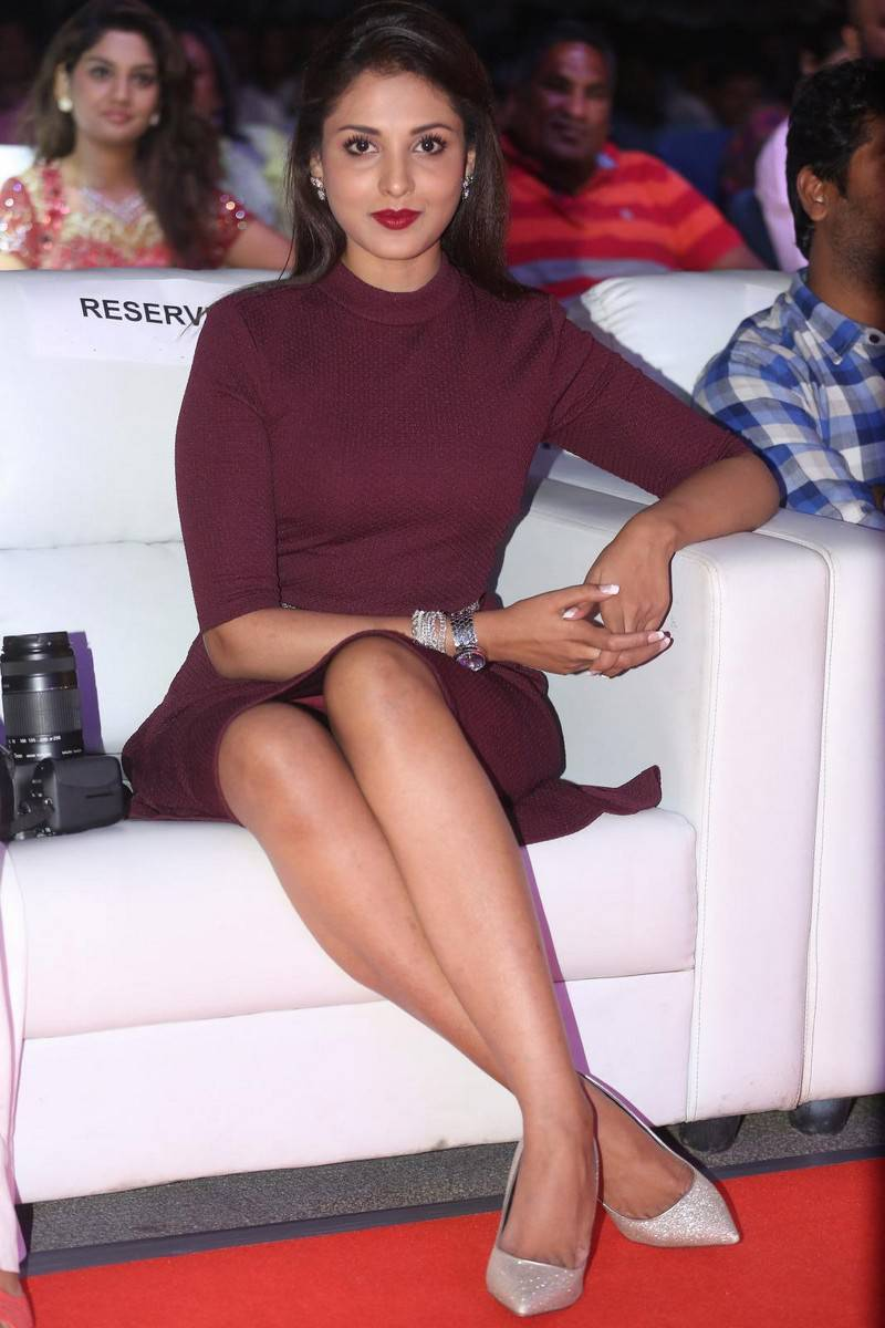 Madhu Shalini Latest Hot Legs Showing Photos