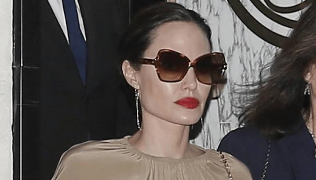 Восхитительный и элегантный вечерний образ Анджелины Джоли в Париже