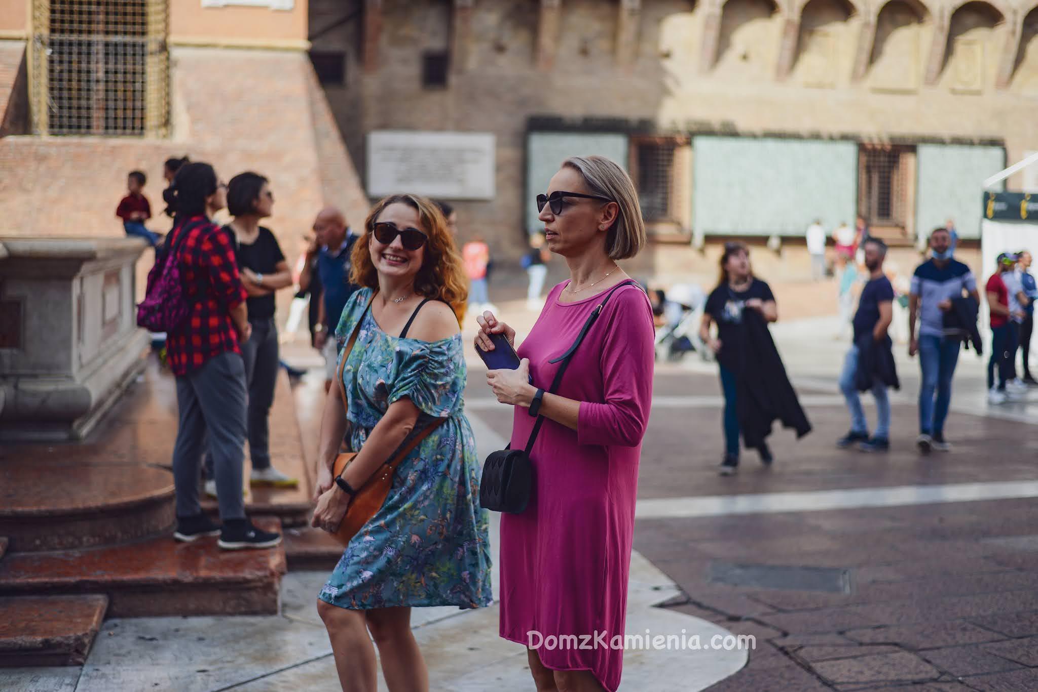 Bolonia co zobaczyć, Dom z Kamienia blog