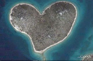 Pulau berbentuk Love