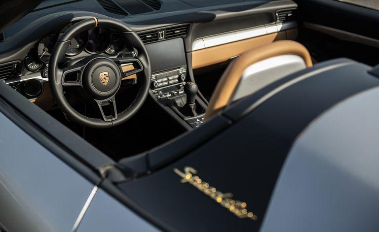Porsche tặng nguyên chiếc 911 đặc biệt để đấu giá hỗ trợ nạn nhân COVID-19, người mua sẽ được toàn các sếp Porsche chăm sóc - Ảnh 2.