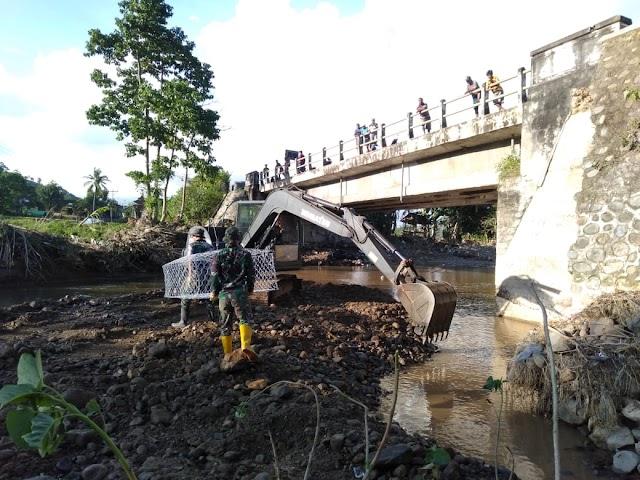 Antisipasi Kerusakan Makin Parah, Satgas Zeni TNI AD Perbaiki Dua Jembatan di Madapangga.