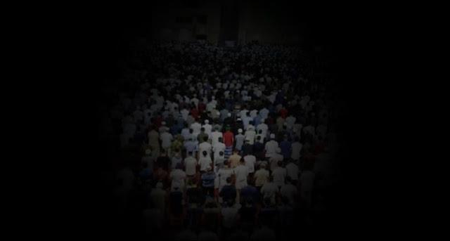 Kelabui Petugas, Jamaah Matikan Lampu Masjid saat Shalat Tarawih