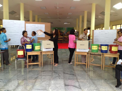 Vote counting in Nathon, Koh Samui