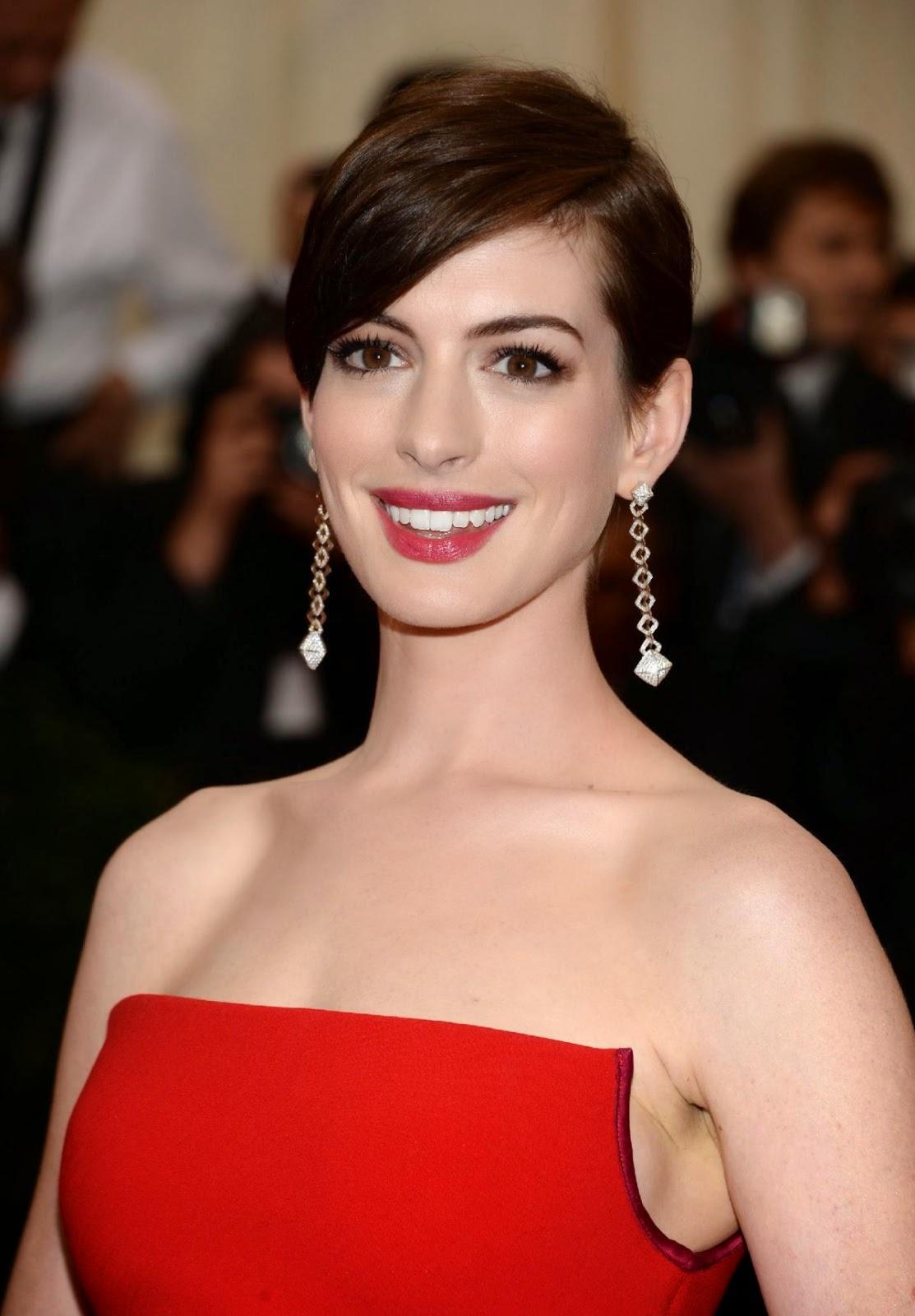 Product Spotlight: Get Anne Hathaways Lipstick   StyleCaster