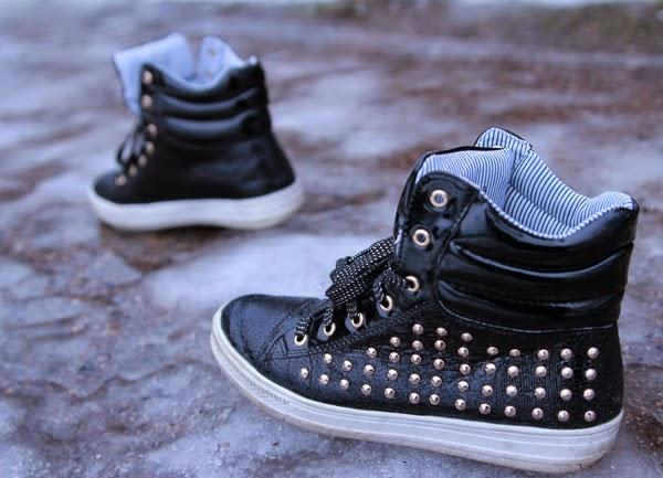 stud sneakers