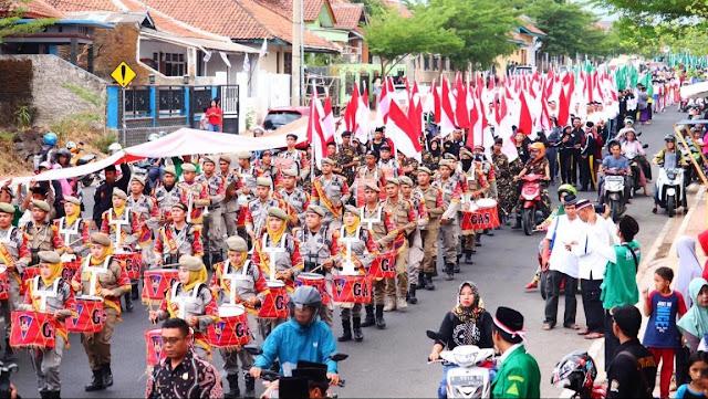 Keran! Bendera Merah Putih Sepanjang Dua Kilo Meter Meriahkan Maulid di Majalengka