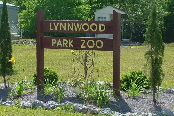 things to do in jacksonville nc : Lynnwood Park Zoo