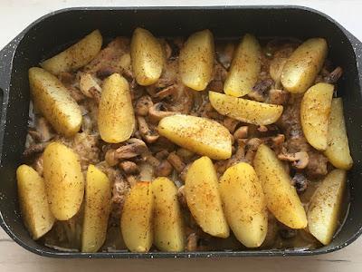 Ziemniaki z pieczarkami i mięsem
