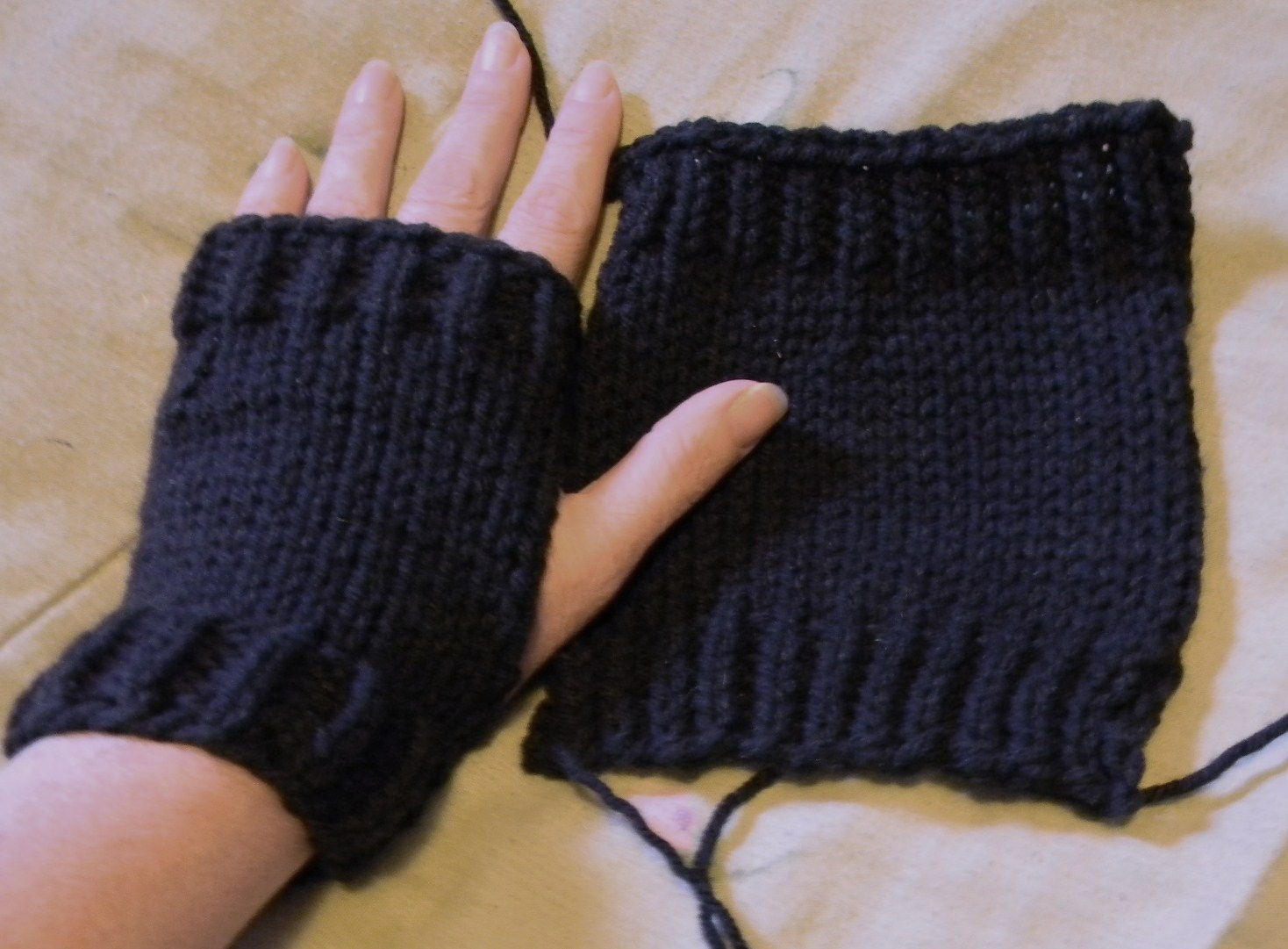 Life Is Good: easy flat knit hand warmers