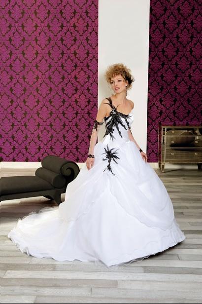 coiffurete dance la robe de mari e blanche et noire. Black Bedroom Furniture Sets. Home Design Ideas