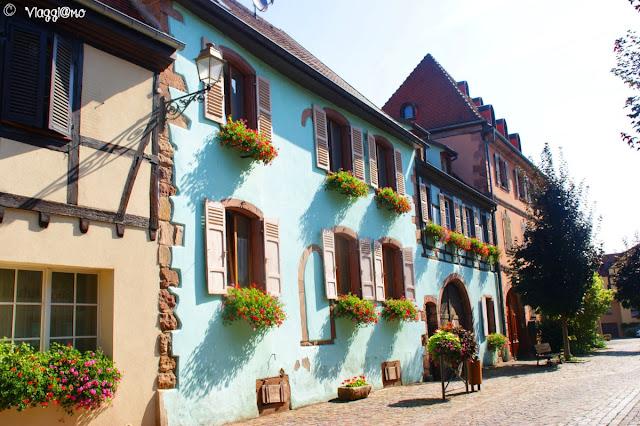 Colori sulle facciate delle case di Bergheim