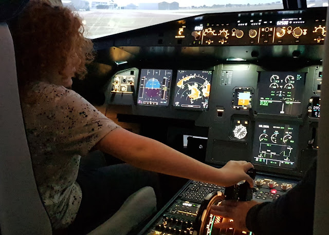 11 year old flying Airbus A320 flight simulator