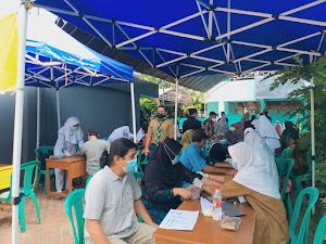 Warga Antusias Ikuti Vaksinasi Covid-19 di Cileungsi Bogor