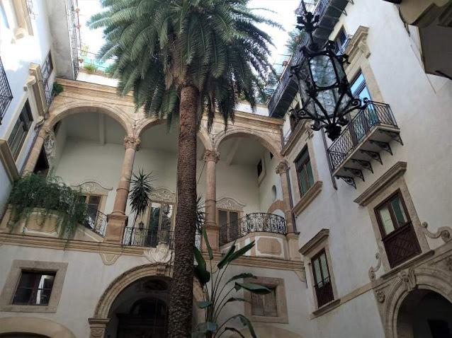 cortile Palazzo Castrone Palermo