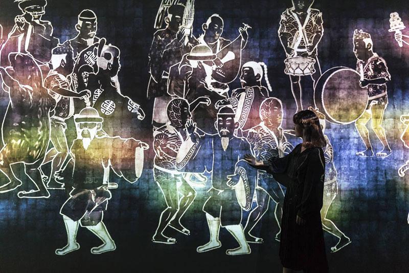 Walk, Walk, Walk: Digital Installation by teamLab