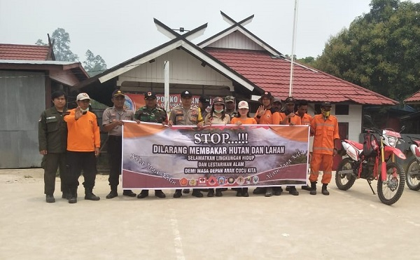 Polsek Permata Intan Bersama Tim Patroli Siaga Api Imbau Warga Cegah Karhutla