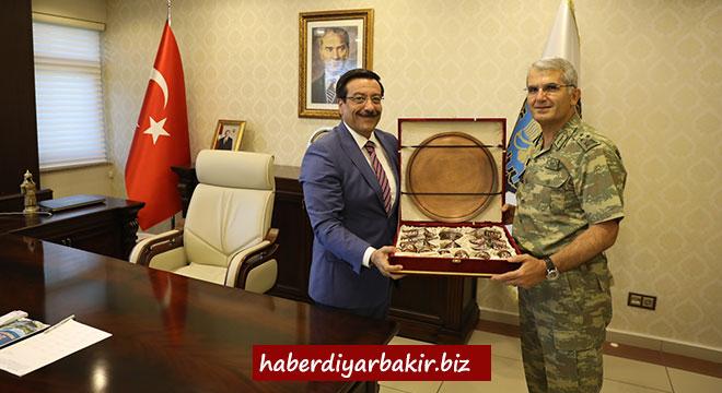 Korgeneral Ali Sivri'den Başkan Cumali Atilla'ya veda ziyareti