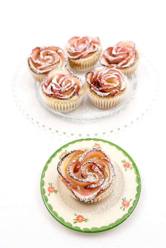 Apple roses with sugar