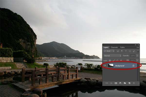 Secara default, foto anda akan dimuat ke dalam sebuah layer dengan nama Background.