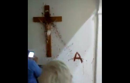Kelompok Militan Menghancurkan Gereja di Patagonia Argentina