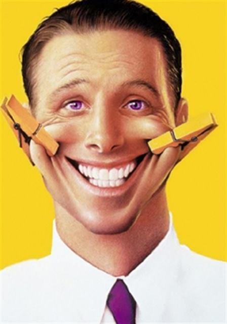 ابتسامة مصطنعة  - لغة الجسد